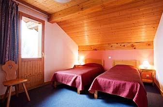 Meribel Chalets - Chalet Alysson twin bedroom