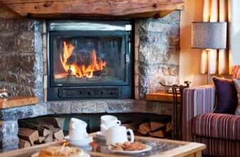 Meribel Chalets - Chalet Lounge With Log Fire
