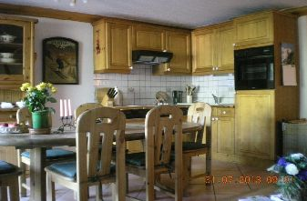 Meribel apartments - 3 bedroom apartment dining area