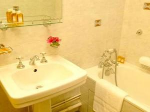 chalet-eleanor-bathroom