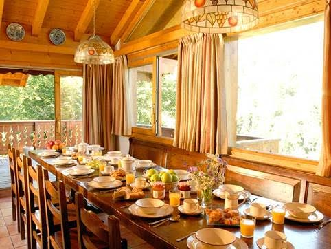 chalet-eleanor-dining
