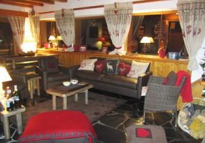 chalet-la-fuge-lounge-room-small
