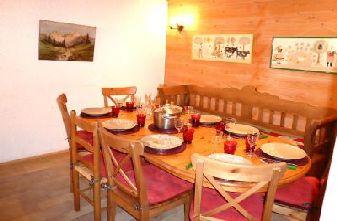 Meribel apartments - 4 bedroom apartment dining room