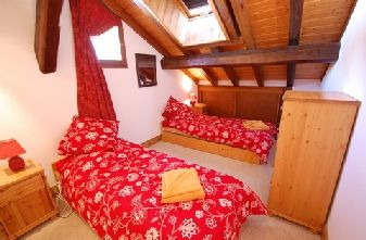 Meribel Chandon Apartments - Twin bedroom