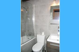 les Moulinets apartment bathroom