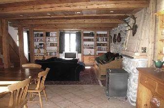 Chez Leone lounge