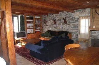 Chez Leone lounge 2