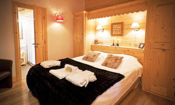 Chalet-Des-neiges-bedroom-4-bedrooms-catered