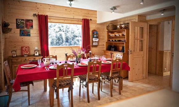 Chalet-Des-neiges-dining-room-4-bedrooms-catered