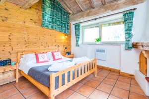 Chalet-Lou-Trave-double-bedroom