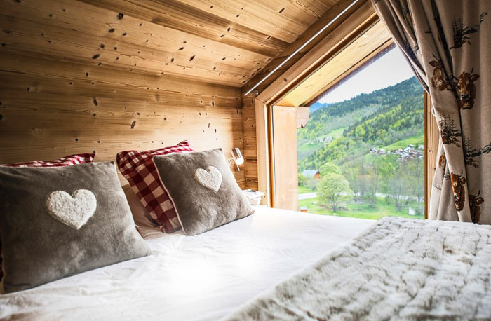 Chalet-Sardonnere-double-bedroom