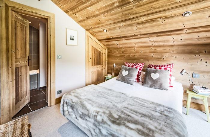 Chalet-Sardonnere-double-bedroom2