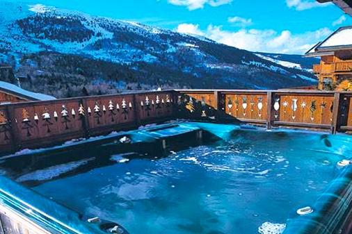 Chalet-matterhorn-hot-tub