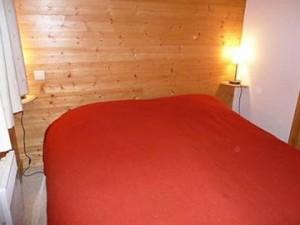 apartment-dou-du-pont-double-bedroom