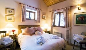 chalet-Bambis-4-bedrooms-bedroom-meribel