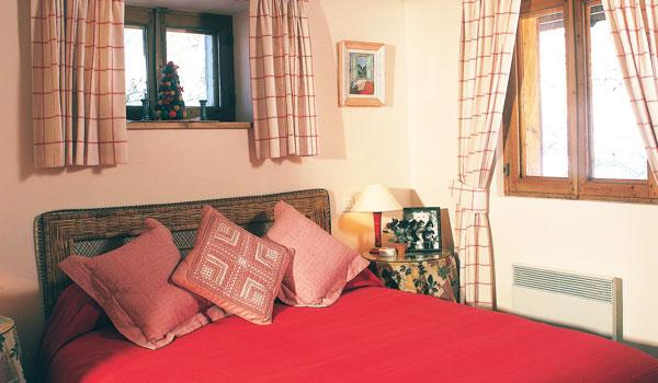 chalet-Bambis-4-bedrooms-bedroom2-meribel