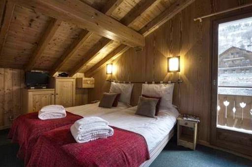 chalet-brenettes-meribel-centre-bedroom2