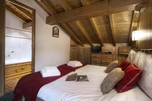 chalet-brenettes-meribel-centre-bedroom3