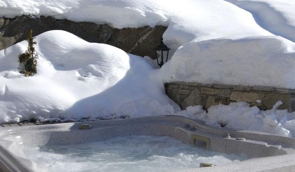chalet-brioche-hot-tub