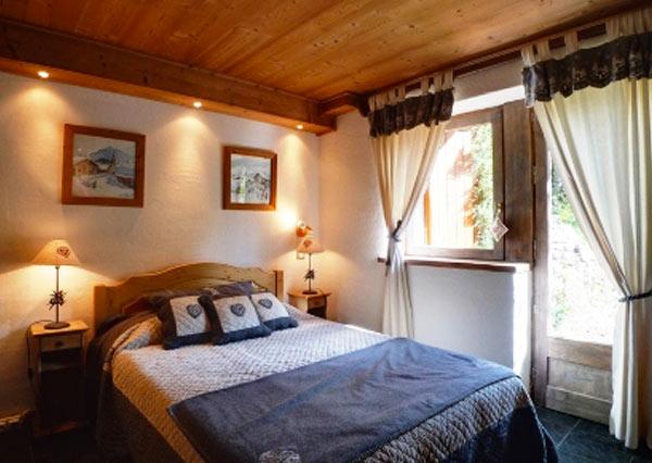 chalet-la-fuge-double-bedroom
