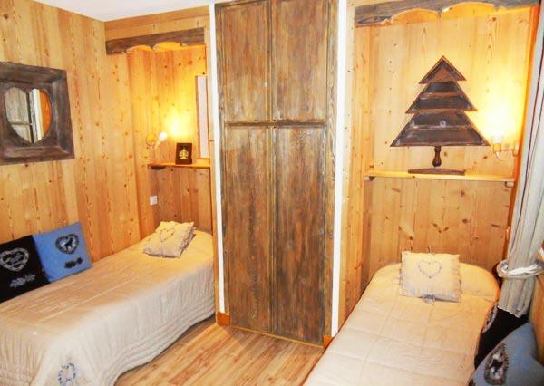 chalet-la-fuge-twin-bedroom2