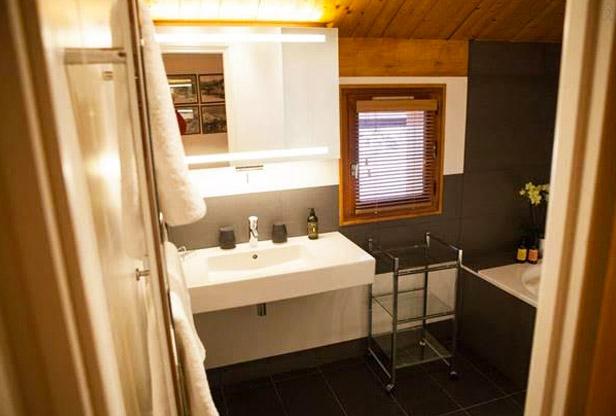 chalet-le-yeti-bathroom
