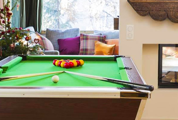 chalet-le-yeti-pool-table
