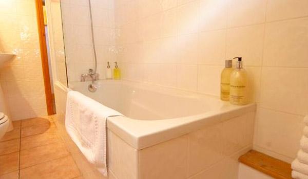 chalet-snowbell-bathroom