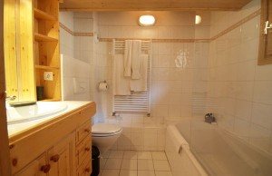 Chalet-Iamato-bathroom