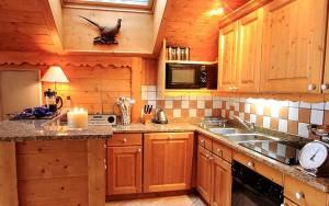 Chalet-Renard-Rouge-kitchen