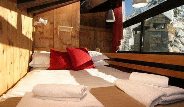 Les-Grands-Sorbiers-bedroom