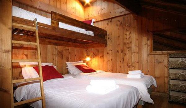 Les-Grands-Sorbiers-bedroom2