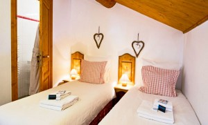chalet-Corblettes-twin-bedroom