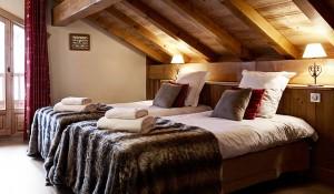 chalet-LArbalete-meribel-5-bedrooms-bedroom2