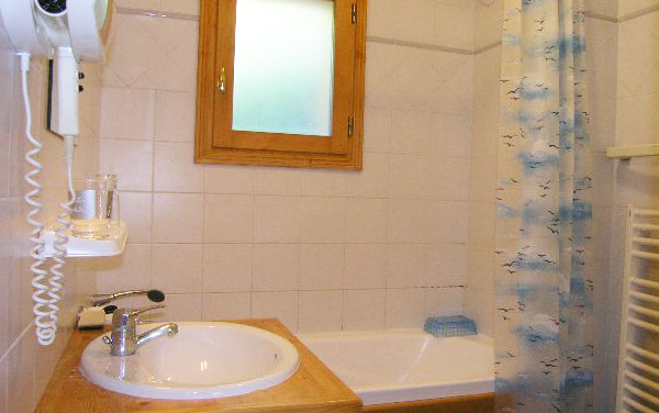 chalet-Motel-bathroom