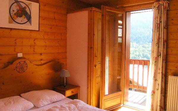 chalet-Motel-bedroom