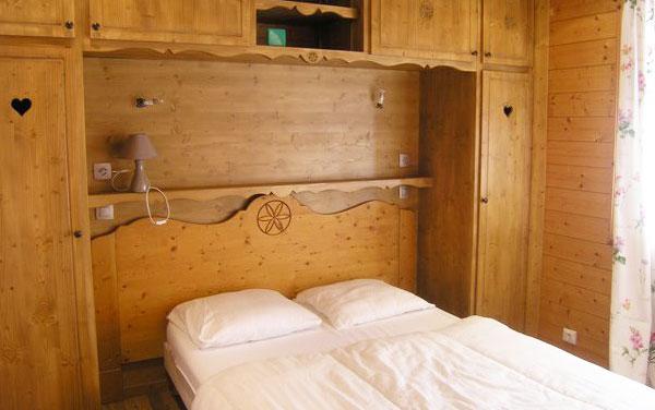 chalet-Motel-bedroom2