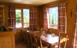 chalet-Motel-dining-room