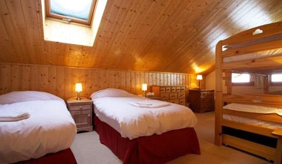chalet-Quatre-Meules-twin-bedroom