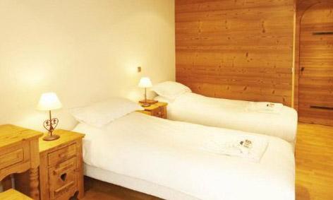 chalet-Refuge-Boua-twin-bedroom