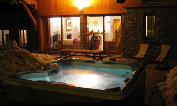chalet-aurigny-hot-tub2