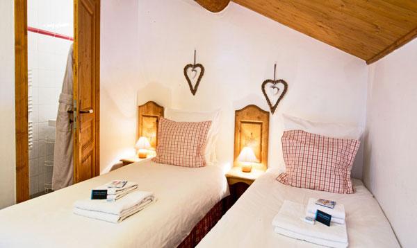 chalet-aurigny-twin-bedroom