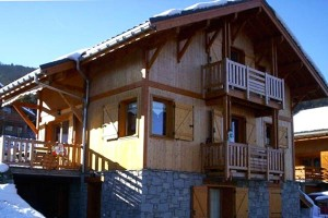 chalet-campanules-outside