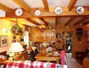 chalet-chez-la-comtesse-dining