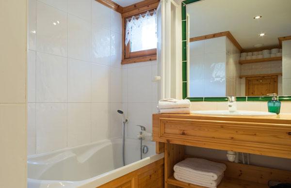 chalet-du-pont-bathroom