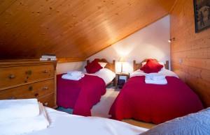 chalet-du-pont-twin-bedroom