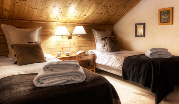 chalet-epena-twin-bedroom