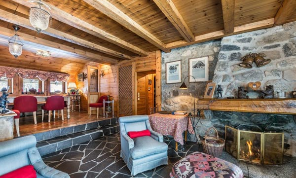 chalet-grizzly-lounge