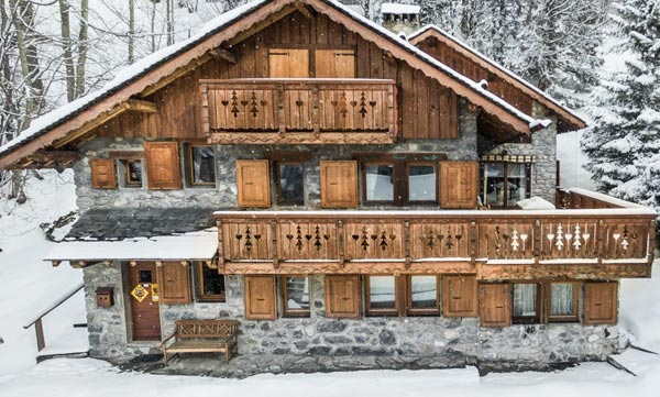 chalet-grizzly-outside