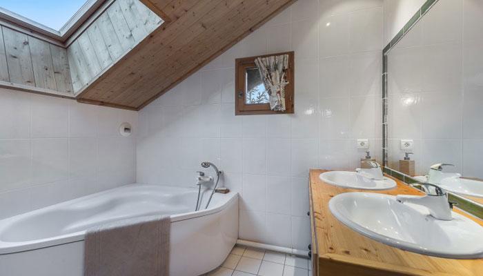 chalet-haapiti-bathroom2